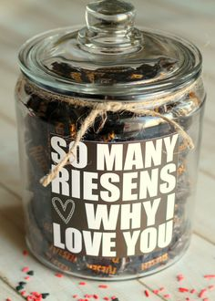 SO many RIESENS why I LOVE you... cute Valentine's gift idea with free print on { lilluna.com }
