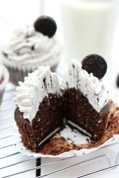 Cupcakes de Oreo http://cocinayvino.net/receta/desayunos-y-meriendas/6011-deliciosos-cupcakes-de-oreo.html
