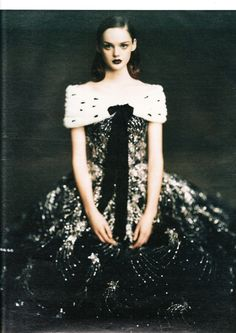Photo: Paolo Roversi.  Model: Lisa Cant. W Magazine, October 2004 - 'Ladies in Waiting'.