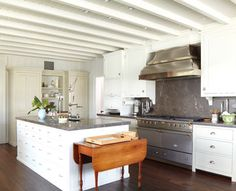 range & backsplash & hood - Peter Zimmerman Architects