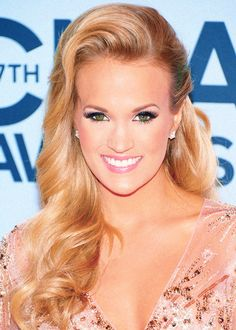 Carrie Underwood at the CMA Awards 2013 - Beautiful hair and makeup