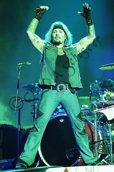 Put your hands together... #VinceNeil at the #MotleyCrue Green Bay WI COS Show 2005.@TheVinceNeil @Rebecca Lesmeister