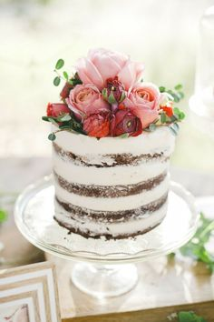 Mmmmm... this wedding cake just looks to yummy!