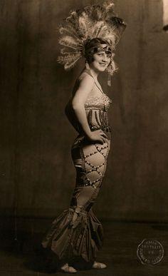 Burlesque Beauty, c.1914, byC. Smith Gardner