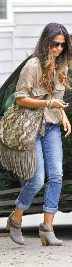 MUXO handbag by Camila Alves