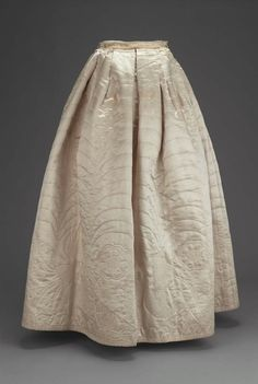 Second quarter of 18th century, America - Petticoat - Quilted silk satin with glazed wool lining and wool batting