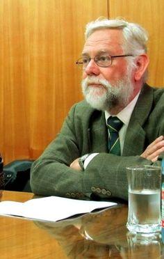 Dr. Hugo Renato Ochoa Disselkoen   http://www.profesores.ucv.cl/renatoochoa/