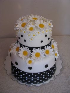 OOO maybe for my birthday? two of my favorite things.....daisies and polka dots!
