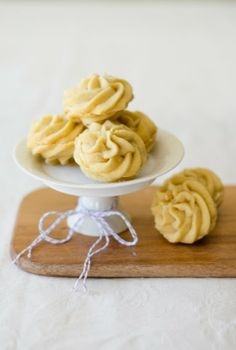 lemon white chocOlate melting moments