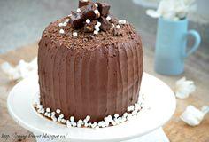 Enjoy Dessert!: Tort de ciocolata cu caramel sarat