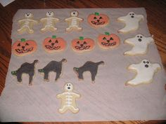 First Attempt with Royal Icing-Halloween Sugar Cookies! - Hezzi-D's Books and Cooks