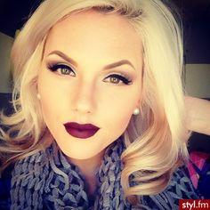 Beautiful winter makeup! Love the lip color.