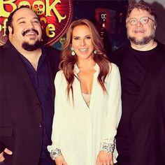 """Kate del Castillo, sexy y muy divertida con Guillermo del Toro en la premier de """"El libro de la vida"""" en #Miami  #cine #movies #guillermodeltoro"""