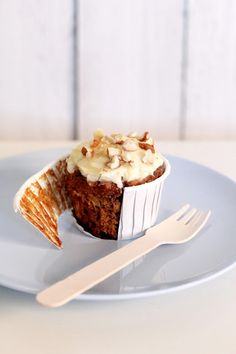 Low Fat Carrot Cupcakes recipe that doesn't require whole cupfuls of oil. Amazingly moist from the mashed banana & crushed pineapples! #cupcakerecipes