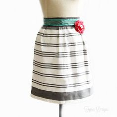 This 10 Minute Free Apron Pattern is crafted from a dishtowel and is absolutely adorable.