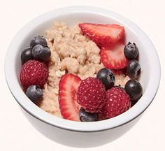 Low-Cal Snack: Oatmeal and Berries