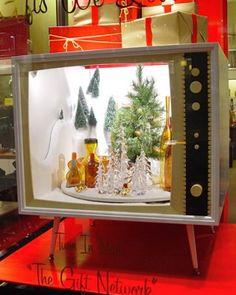 holiday, upcycl vintag, elle decor, interiors, window displays, christmas windows, christmas decorations, vintage tv, vintage display