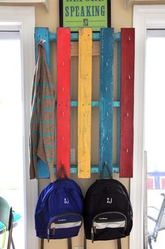 {Pallet Coat Rack} another ... why didn't I think of that moment