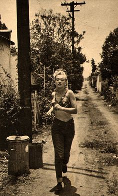 Marilyn Monroe jogging in an alley in Hollywood, 1951.
