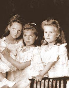 A beautiful portrait - Three of the tragic Romanov daughters, Tatiana, Marie & Anastasia.@alexanderpalace