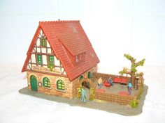 HO Scale Buildings with HO Scale Figures from http://www.modelleisenbahn-figuren.com