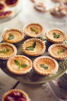 These adorable miniature pies are perfect for a #Fall wedding.