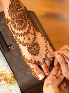 A lovely, delicate bridal mehndi design.