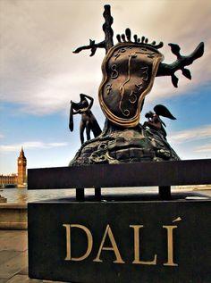 London, Salvador Dalí