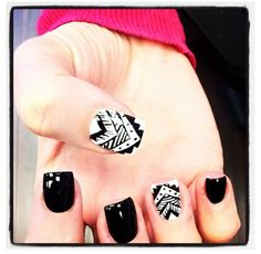 Tribal accent nails