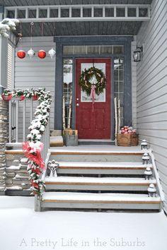 red doors, color, christma décor, christma porch, christma decor, christma idea, christmas porch ideas, beach, outdoor christmas