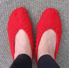 Ballet-Style Slippers. Love these, and the pattern looks pretty simple. What great Christmas presents these would make! #knitting