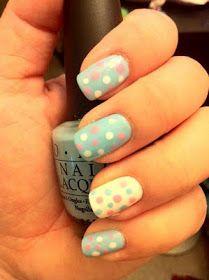 Nails blue Polkadot