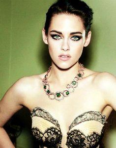 Kristen Stewart / Fashion make up emerald
