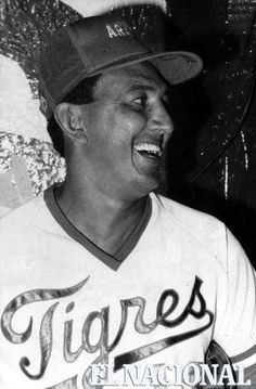 """David Ismael Concepcion Benítez, Pelotero  venezolano que defendía el campocorto en el equipo de los Rojos de Cincinnati en las grandes ligas de beisbol y con el equipo Tigres de Aragua en Venezuela. Se retiró en 1988, en el año 2000 los Rojos de Cincinnati lo incluyeron en su salón de la fama y el 25 de agosto de 2007 le retiraron su famoso número de """"La Buena Suerte"""" el 13, siendo apenas el segundo venezolano con ese mérito. Ganó 5 guantes de oro. Caracas, 05-01-1992. (ARCHIVO EL NACIONAL)"""