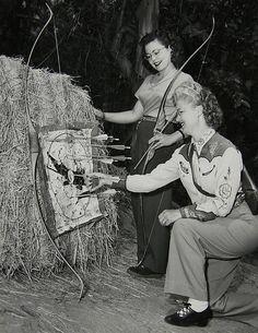 Stylish c.1940s archers. #vintage #1940s #women #sports