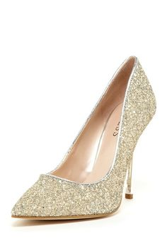 GUESS Neodany Pointed Toe Pump