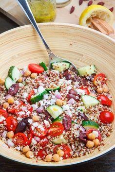 Tabbouleh de #Quinoa. Ingredientes: 1 taza de quinoa, 2 cucharadas de #hierbabuena bien picadita, 1 cucharada sopera de #perejil en hojas picado bien fino, 1 #cebolla grande cortada finamente, el zumo de 2 #limones, 1 #pepino a trocitos, 2 #zanahorias ralladas, 2 o 3 cucharadas de #aceite de #lino, 1 pizca de sal marina sin refinar, aceitunas negras y una cucharadita de #comino.  Elaboración: Cocer la quinoa con una pizca de sal y el comino, durante 20 minutos. Agregar el resto de ingredientes.