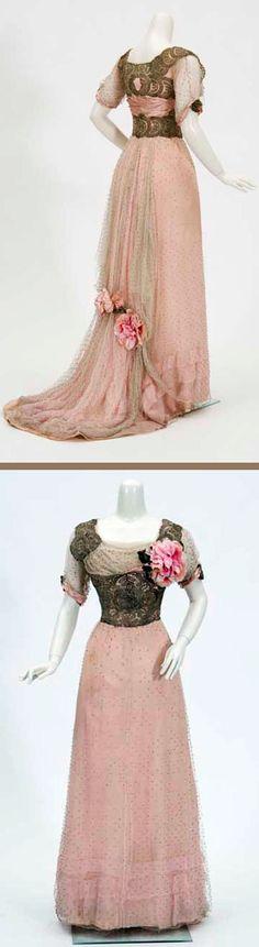 Evening gown, ca. 1910-1912. Debutante's dress with short train. So feminine!
