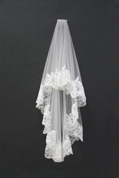 Beautiful veil. Mine will look similar to this, easy to make