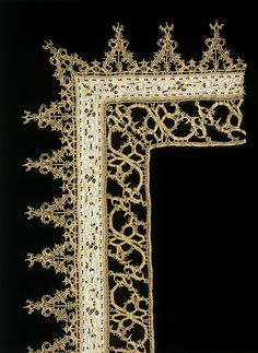 Italy, second half 16th century, Linen, with cutwork and bobbin lace (Victoria  Albert Museum, London)