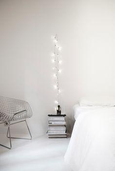 White bedroom // hanging lights, bedroom idea, white lights, design interiors, string lights, white bedrooms, bedside tables, white interiors, diy christmas