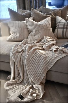 I love this colour scheme and the mixture of the different warm shades of grey! Also loving the pillow fabric and the blanket. LOVE!