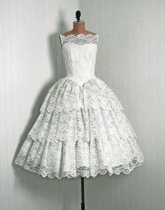 #1950s #lace #feminine #dress
