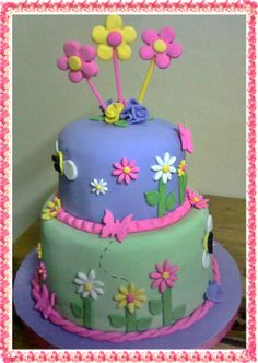 torta de flores y mariposas