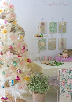 Love this vintage tree!