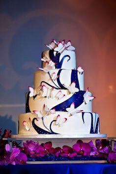 ► Pastel de boda con mariposas chulas. #pasteles #bodas