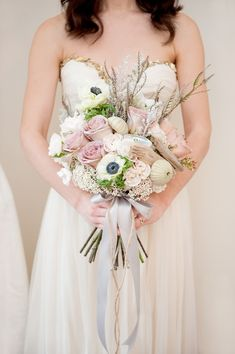 Muted blush bouquet - photo by http://www.mikkelpaige.com/ - floral deisgn by Sachi Rose - http://ruffledblog.com/coordinating-bouquets-with-invitations/
