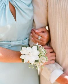 couple pose - wedding/prom