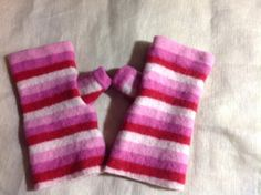 B45 Girl pink red merino wool fingerless gloves with thumb, sweet gift for a sweet child . Upcycled wool sweater, felt by mcleodhandcraftgifts on Etsy,