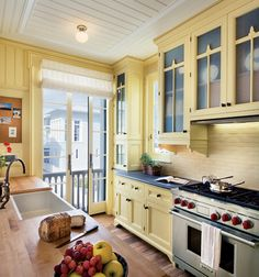 I would LOVE a yellow kitchen:)